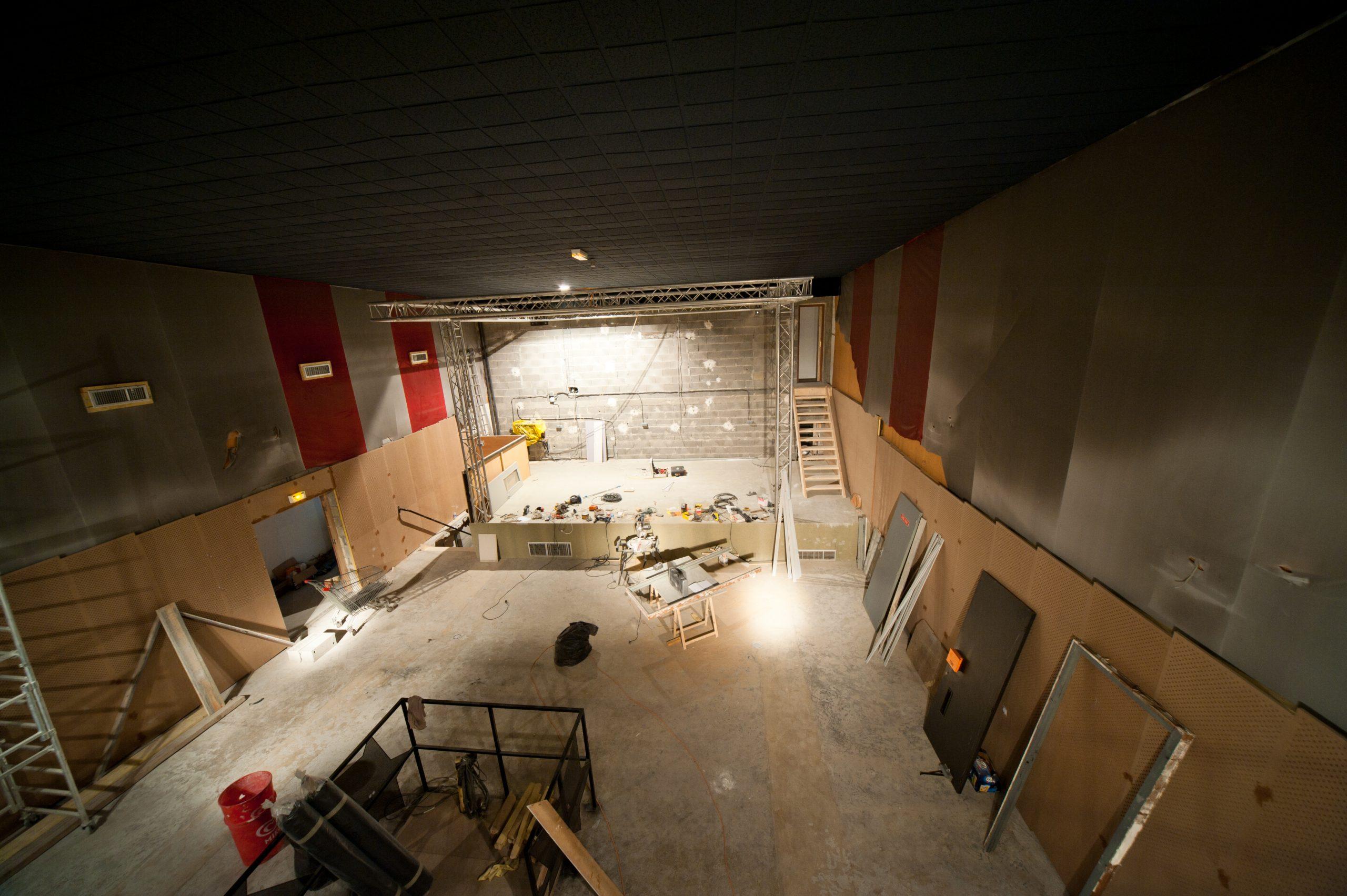 Travaux de la salle de concert de Rodez par les bénévoles