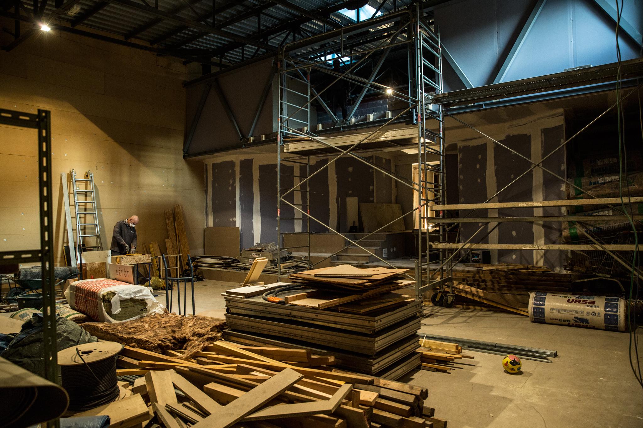 Salle d'incubation en travaux pour concert à Rodez